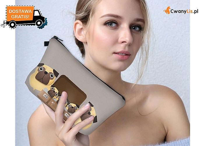 Podręczna kosmetyczka z uroczymi motywami to modny dodatek dla kobiety w każdym wieku