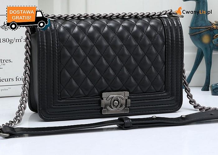 Czarna, pikowana torebka. Idealna dla kobiet , które nie lubią przepychu jednocześnie ceniąc sobie elegancki wygląd