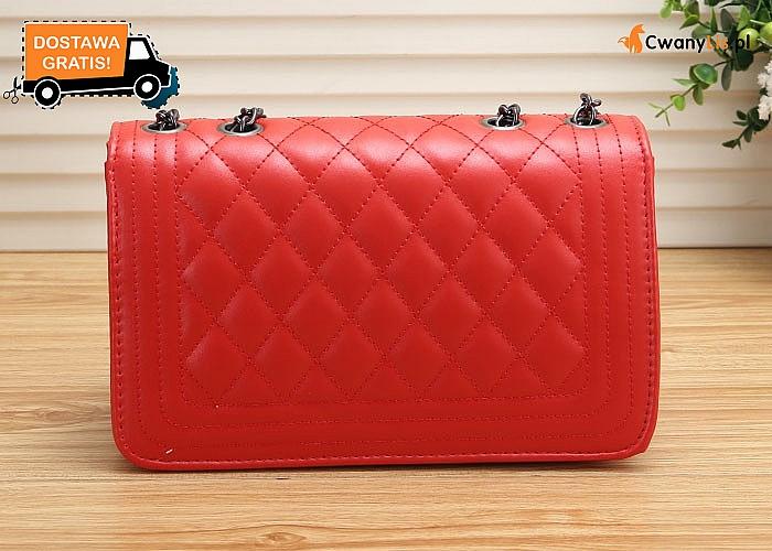 Wygodna i funkcjonalna torebka typu Chanel, to must-have dla kobiet lubiących minimalizm połączony z praktycznością